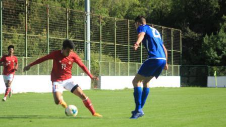 Witan Sulaeman sedang mencoba melewati lawan dalam pertandingan Timnas Indonesia U-19 vs NK Dugopolje U-19, Kamis (08/10/20)