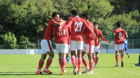 Selebrasi para pemain Timnas Indonesia U-19 usai sukses membobol gawang NK Dugopolje pada Kamis (08/10/20). Timnas U-19 menang 3-0. - INDOSPORT