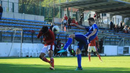 Duel sengit yang terjadi dalam pertandingan Timnas Indonesia U-19 vs NK Dugopolje U-19, Kamis (08/10/20). Timnas U-19 menang 3-0.
