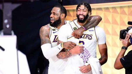 Bintang LA Lakers, Anthony Davis ternyata bermain dalam kondisi cedera di kakinya pada final NBA 2020 melawan Miami Heat. - INDOSPORT