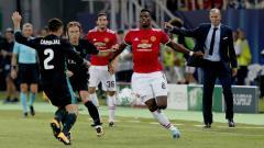 Indosport - Paul Pogba dan Zinedine Zidane dalam laga Manchester United vs Real Madrid