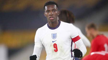 Eddie Nketiah tengah moncer-moncernya. Selain mulai dipercaya Mikel Arteta di skuat senior Arsenal, ia juga sukses memecahkan rekor di timnas Inggris U-21. - INDOSPORT