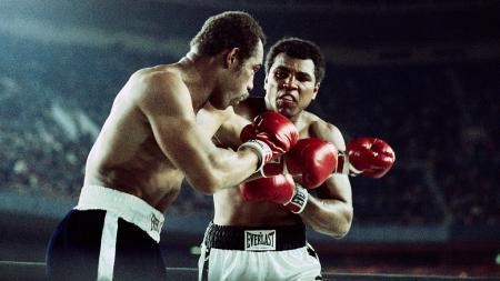 Momen pertandingan Ken Norton vs Muhammad Ali. - INDOSPORT
