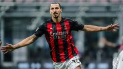 Indosport - Zlatan Ibrahimovic merayakan gol kemenangan AC Milan atas Inter Milan