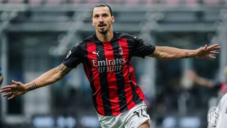 Zlatan Ibrahimovic merayakan gol kemenangan AC Milan atas Inter Milan Copyright: Twitter @acmilan