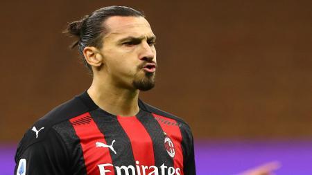 Pemain AC Milan, Zlatan Ibrahimovic, akan reuni dengan Edinson Cavani dan Manchester United. - INDOSPORT