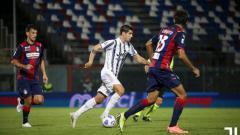 Indosport - Situasi pertandingan Crotone vs Juventus