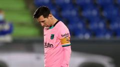 Indosport - Ekspresi kekecewaan Lionel Messi saat Barcelona kalah 0-1 dari Getafe di LaLiga Spanyol 2020/21.