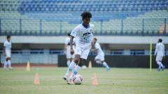 Indosport - Pelatih Persib Bandung, Robert Rene Alberts, memberikan program latihan dengan intensitas tinggi bagi pasukannya di Stadion Gelora Bandung Lautan Api (GBLA).