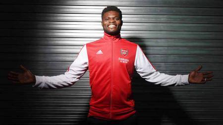 Thomas Partey akhirnya menjalani debutnya bersama Arsenal. Ia pun berpotensi mengikuti jejak 5 bintang terbaik The Gunners yang berasal dari Afrika. - INDOSPORT