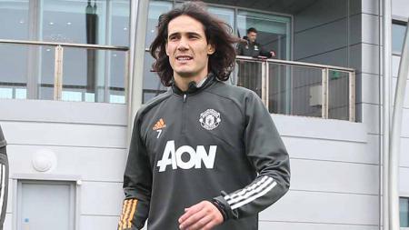 Penyerang anyar Manchester United, Edinson Cavani, lempar kode bahwa dirinya akan tampil di laga melawan Chelsea, Sabtu (24/10/20) pukul 23.30 malam WIB. - INDOSPORT