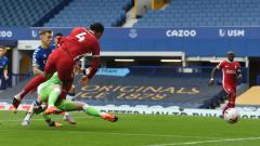 Indosport - Pickford dipastikan bebas dari sanksi FA meskipun dirinya diketahui telah membuat Van Dijk harus absen selama 8 bulan karena cedera yang diakibatkan olehnya.