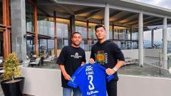 Indosport - Bek kiri Persib Bandung, Ardi Idrus dan penyanyi Brunei, Jaz Hayat.