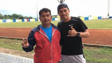 Akbar Rasyid (kanan) saat mengikuti kursus lisensi kepelatihan level C AFC di Jakarta. - INDOSPORT