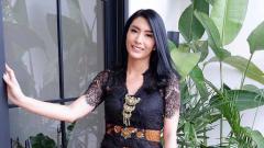 Indosport - Tyas Mirasih Workout Gunakan Pakaian Terbuka, Netizen: Gak Kuat Lagi