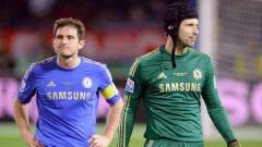 Indosport - Frank Lampard membuat pernyataan dan rencana mengejutkan dengan memasukkan Petr Cech ke skuat Chelsea untuk Liga Inggris musim 2020/21.