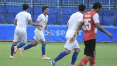 Indosport - Laga ujicoba antara Arema FC vs Madura United di Stadion Kanjuruhan Malang, Rabu (21/10/20). Arema menang tipis 4-3 dari Madura United.