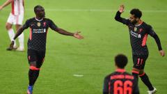 Indosport - Sadio Mane dan Mohamed Salah merayakan gol ke gawang Ajax di Liga Champions