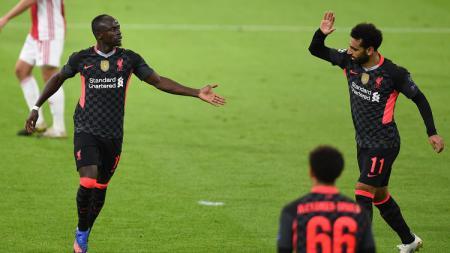 Sadio Mane dan Mohamed Salah merayakan gol ke gawang Ajax di Liga Champions - INDOSPORT
