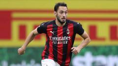 Indosport - AC Milan dan Manchester United ternyata telah lama membicarakan transfer pemain Turki, Hakan Calhanoglu, sejak musim panas lalu.