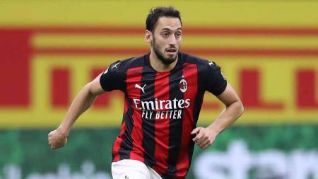 Hakan Calhanoglu, pemain AC Milan - INDOSPORT