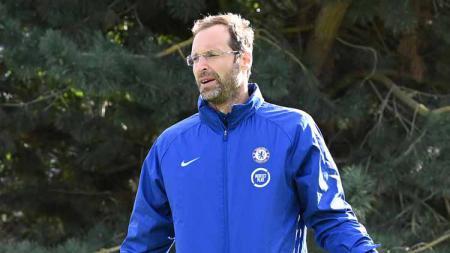 Eks gelandang Persib, Michael Essien mengatakan bahwa Petr Cech masih bisa bermain usai dirinya masuk dalam skuat Chelsea di Liga Inggris. - INDOSPORT