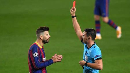 Gerard Pique terkena kartu merah di laga vs Ferencvaros (Liga Champions). - INDOSPORT