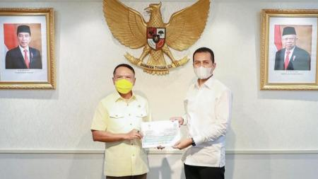 Wakil Gubernur Sumut, Musa Rajekshah (kanan), saat audensi dengan Menpora, Zainudin Amali (kiri), di Gedung Kemenpora, Jakarta, Kamis (22/10/20). - INDOSPORT