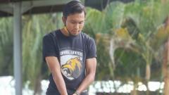 Indosport - Gelandang Muba Babel United, Ichsan Kurniawan, cukup mahir bermain golf daripada rekan-rekannya yang lain.