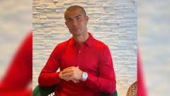 Indosport - Tengah dalam karantina mandiri akibat positif corona, Cristiano Ronaldo memamerkan gaya rambut barunya yang nyaris plontos.