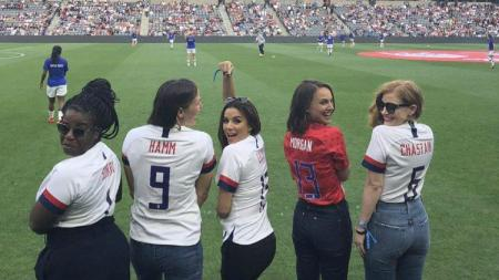 Natalie Portman dan artis-artis Hollywood lainnya membentuk tim sepak bola Angel City FC. - INDOSPORT