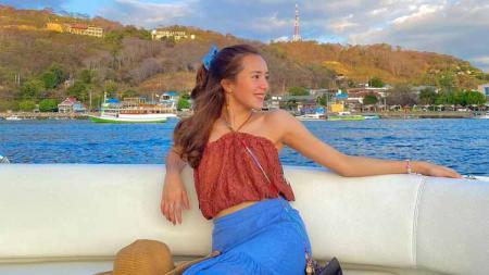 Aktris cantik Indonesia, Beby Tsabina. - INDOSPORT