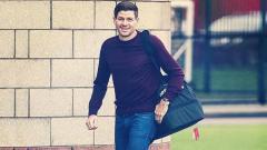 Indosport - Bedah formasi klub Liga Inggris, Liverpool, andai dilatih oleh mantan legendanya sekaligus pelatih Rangers FC saat ini, Steven Gerrard.