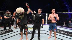 Indosport - Berikut hasil pertarungan di ajang UFC 254 di mana Khabib Nurmagomedov mengalahkan Justin Gaethje di ronde kedua dan kemudian memutuskan pensiun seusai laga.