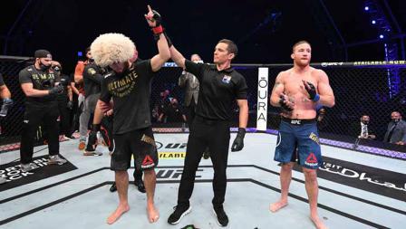 Khabib memenangkan pertarungan atas Gaethje dalam pertarungan mereka di UFC Fight Island, Abu Dhabi, Uni Emirat Arab.