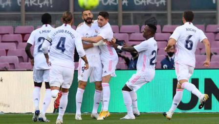 Selebrasi pemain Real Madrid rayakan gol pertama timnya dalam pertandingan LaLiga Spanyol 2020/21 antara Barcelona vs Real Madrid di Camp Nou, Sabtu (24/10/2020).