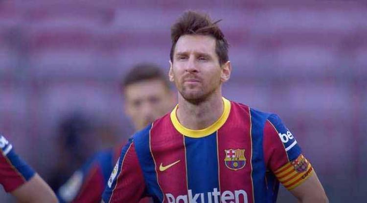 Wajah murung Lionel Messi usai Barcelona dikalahkan Real Madrid dengan skor 1-3. Copyright: givemesport/elclasico/ESPN