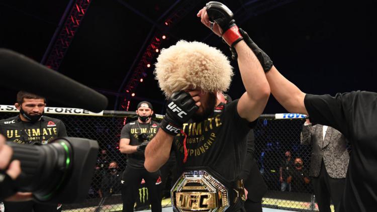 Tangisan Khabib Nurmagomedov usai mengalahkan Justin Gaethje Copyright: Josh Hedges/Zuffa LLC via Getty Images