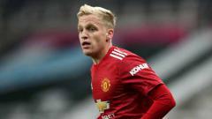 Indosport - Donny van de Beek,pemain Manchester United diisyaratkan hengkang jika masih tak juga diturunkan Ole Gunnar Solskjaer jelang laga semifinal Carabao Cup kontra Manchester City.