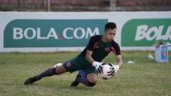Indosport - Belum mendapatkan waktu untuk berlibur, kiper milik klub Liga 2 Sulut United, Fery Bagus Kurniawan, harus memendam kerinduan yang teramat dalam berkumpul bareng