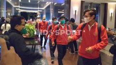 Indosport - Suasana rombongan Timnas Indonesia U-19 tiba di Hotel Fairmont pasca melakukan perjalanan jauh dari Kroasia.