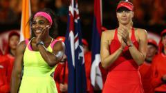 Indosport - Serena Williams dan Maria Sharapova di Australia Terbuka 2015.