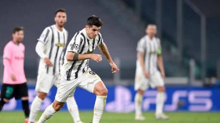 Penyerang Juventus, Alvaro Morata berencana tukar jersey dengan bintang Inter Milan, Romelu Lukaku pada Derby d'Italia, Senin (18/01/21) dini hari WIB. - INDOSPORT