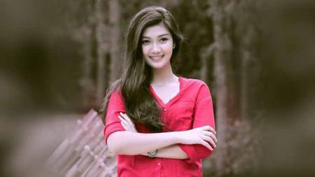 Netizen berbondong-bondong untuk memberikan pujian kepada Aura Nabilla Izzathi yang memamerkan senyum manisnya dengan balutan outfit tinju seksi. - INDOSPORT