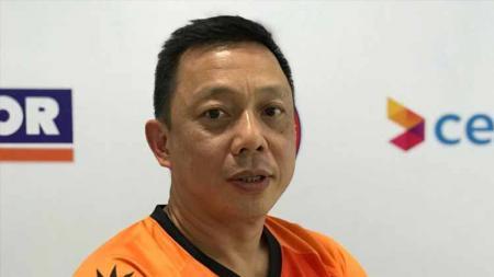 Demi anak asuhnya lebih bersaing, pelatih asal Indonesia, Paulus Firman menambah variasi latihan pasangan ganda campuran Malaysia. - INDOSPORT