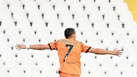 Cristiano Ronaldo kini punya rekor setara Lionel Messinya Juventus, Omar Sivori usai tampil menggila di pekan lanjutan Serie A Liga Italia kala hancurkan Parma. - INDOSPORT
