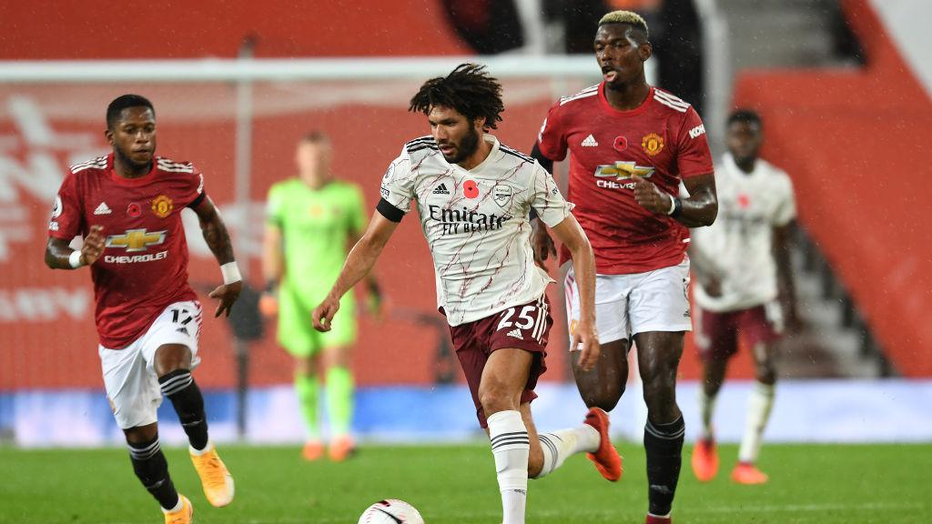 Mohamed Elneny dikejar Fred dan Paul Pogba Copyright: Stuart MacFarlane/Arsenal FC via Getty Images