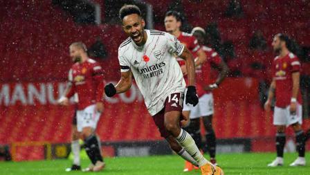 Selebrasi pemain Arsenal Pierre-Emerick Aubameyang, usai mencetak gol dari titik penalti pertama untuk timnnya.
