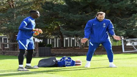 Edouard Mendy dan Petr Cech berlatih bersama - INDOSPORT