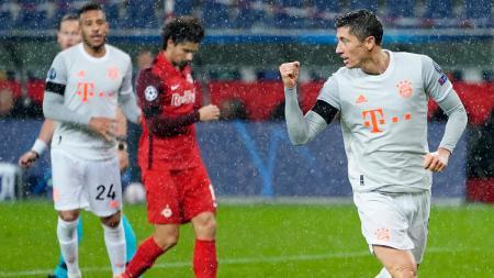 Ekspresi striker Bayern Munchen, Robert Lewandowski, usai mencetak gol ke gawang Red Bull Salzburg dalam pertandingan Liga Champions, Selasa (3/11/20). - INDOSPORT